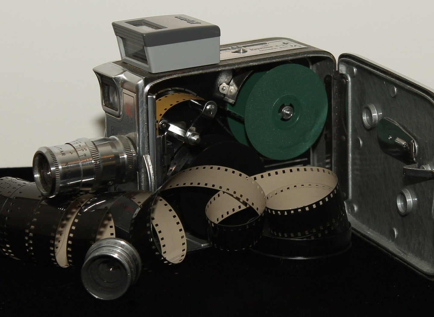 The 8mm Vintage Camera App Lets You Relive the Glory Days of Film