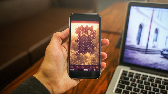 Waggle Words is a New Word Game Buzzing With Life