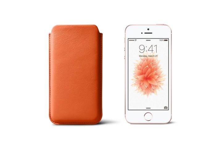 iphone-se-sleeve-orange-smooth-leather