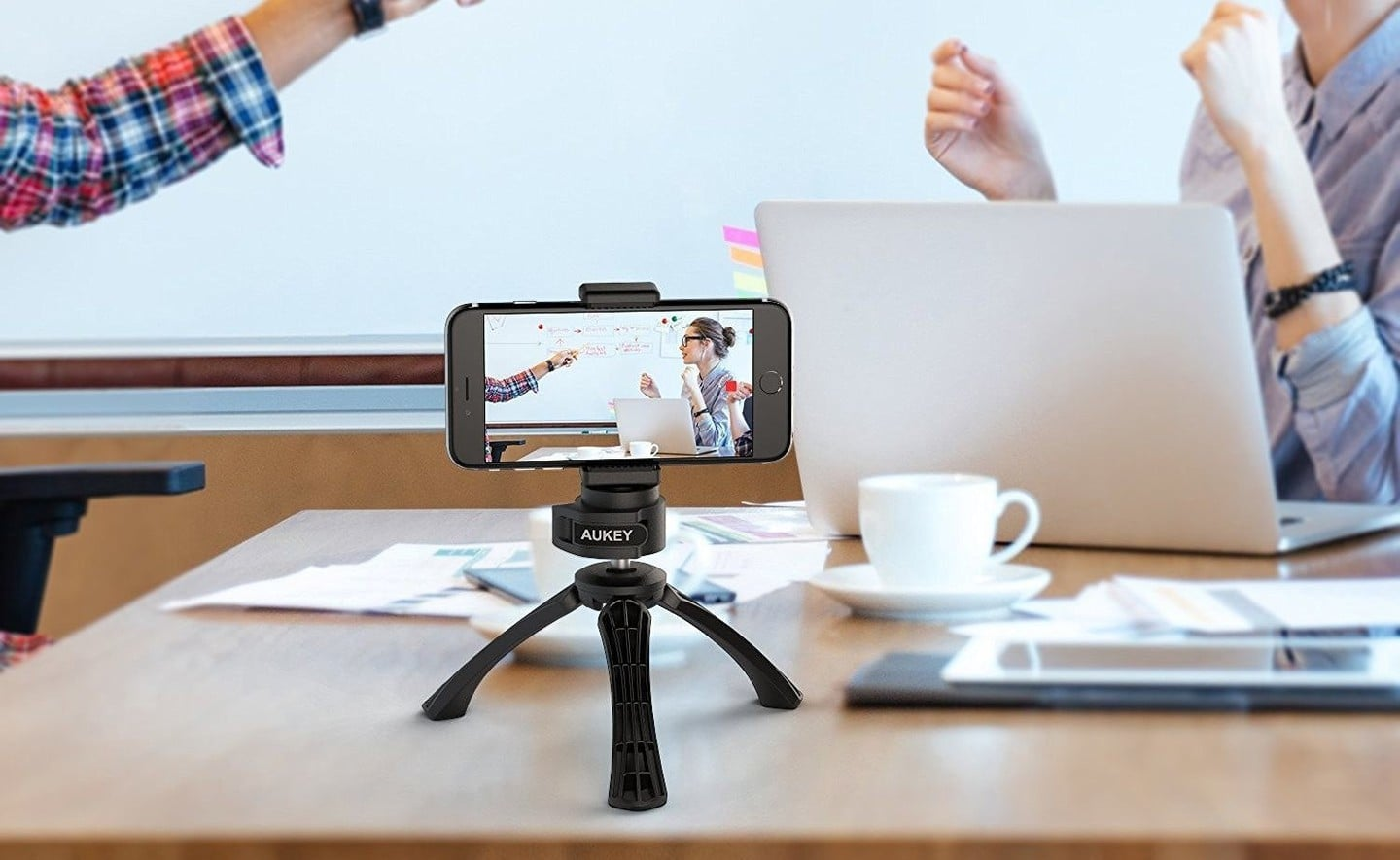 This Aukey Smartphone Tripod is Just $9 Bucks
