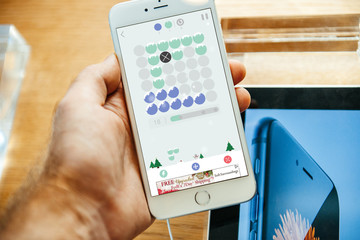 Match Puzzle Game has you Matching Colors to Clear Rows