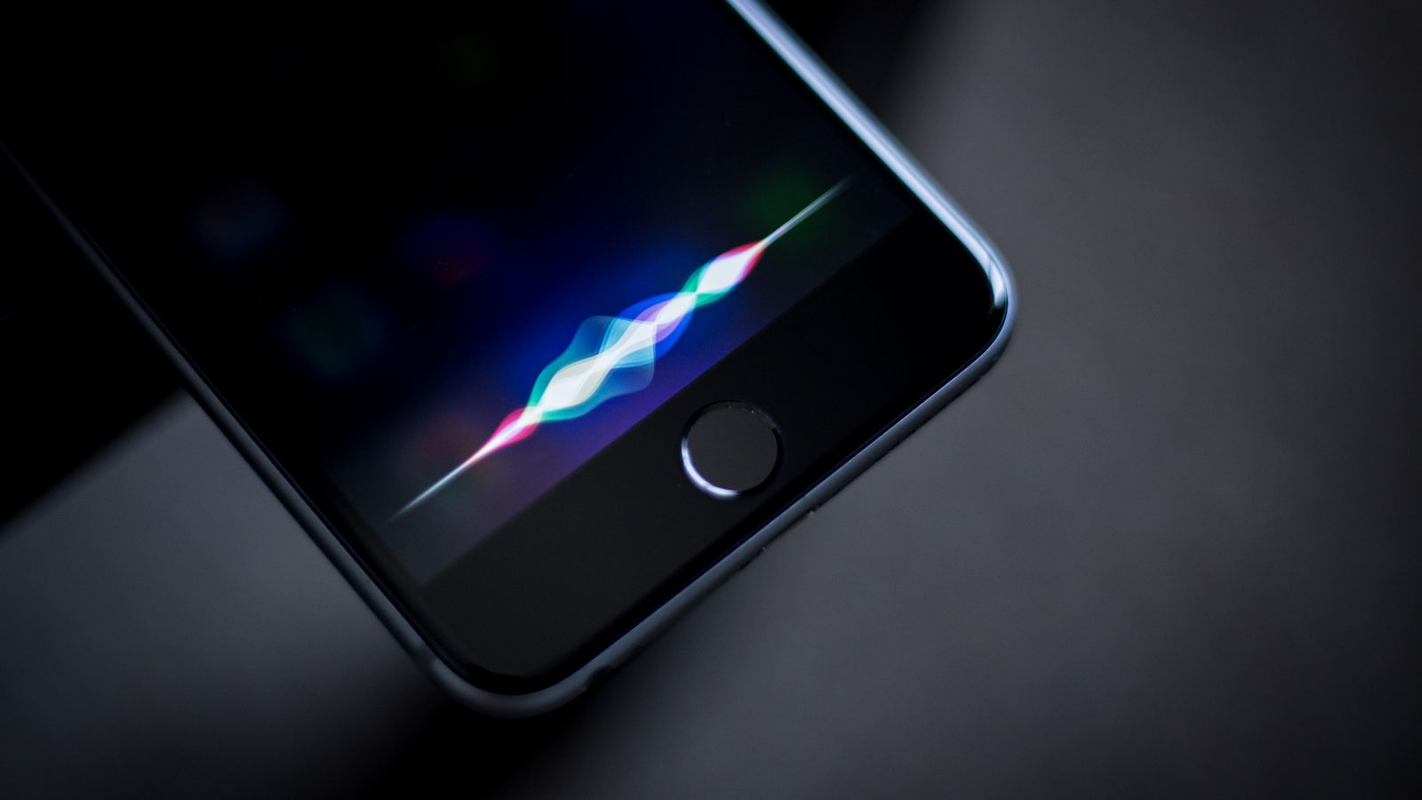 Newly Found Siri Bug Will Read Many Third-Party Messages on a Locked iPhone