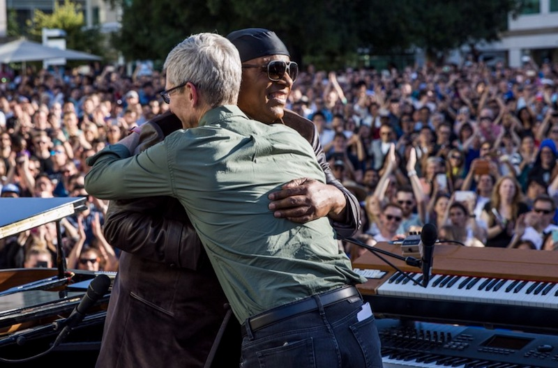 photo image Stevie Wonder Performs at Apple Headquarters to Celebrate Global Accessibility Awareness Day
