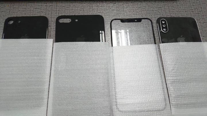Another image from the same post compares the front and rear panel from the iPhone 8 to what is said to be the iPhone 7s and iPhone 7s Plus rear panels.