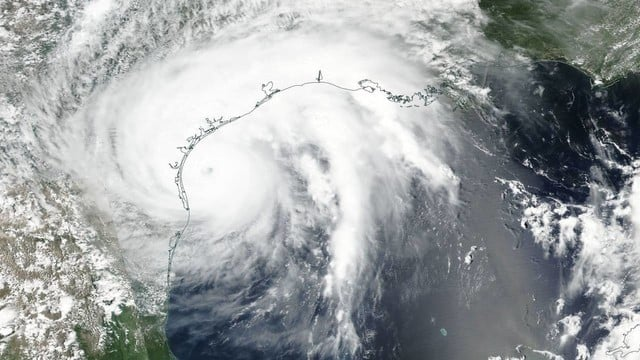 US Carriers Offering Free Service for Hurricane Harvey Survivors