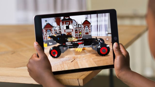 Apple Adds Developer Guidelines for ARKit Apps in iOS 11