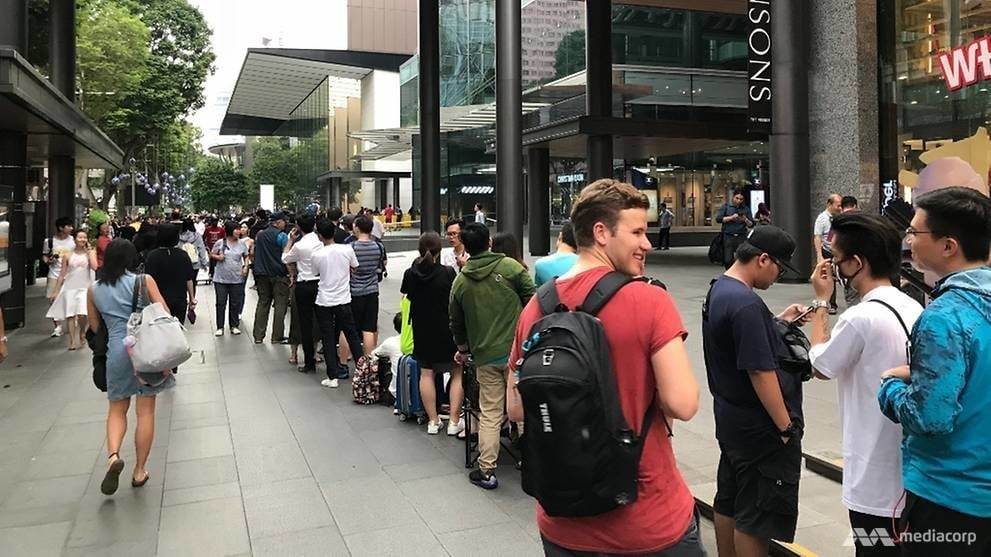 iPhone X Crowds