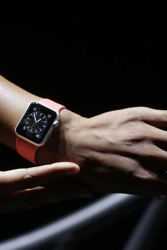 Q4 Apple Watch Sales Dominate Smartwatch Market